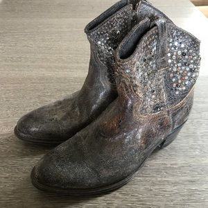Frye distressed ankle cowboy boots size 8M